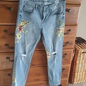Dex distressed blue jeans with flowers